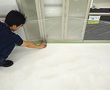 角や隅等は、必ず手作業で丁寧に洗浄します。