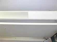 照明器具の台、反射板を洗剤拭きし汚れを除去