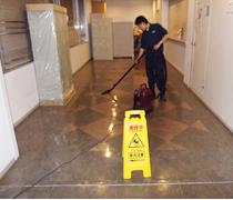 ④作業看板を立て、掃除機による除じん