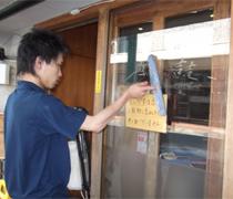 ㉕入り口のドア清掃1