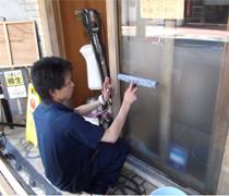 ㉖入り口のドア清掃2