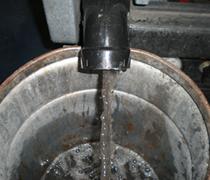 ⑨カーペット洗浄時の汚水